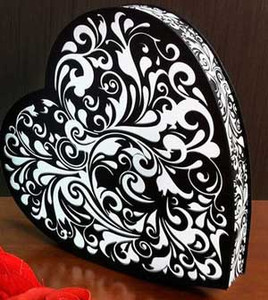 1/2 LB HEART SHAPED BLACK SWIRL BOX