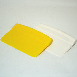 20616-A-BENCH-SCRAPER-HARD-PLASTIC-WHITE-MCCALLS.jpg