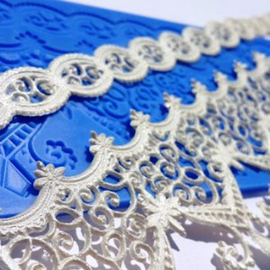 BEDAZZLED ICING LACE MAT