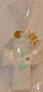 "5 1/4"" PACKAGED GOLD FLOWER CENTRE CROSS COOKIE"